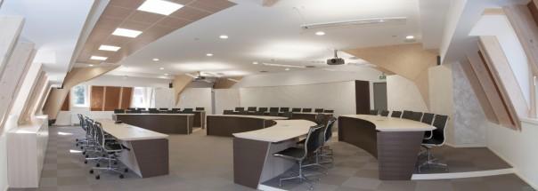 Una sala conferenze corsi for Arredo sala riunioni